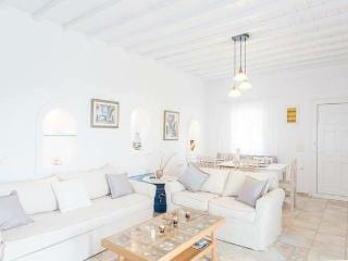 Beautiful 3-bdrm House in Mykonos - Tourlos vacation rentals