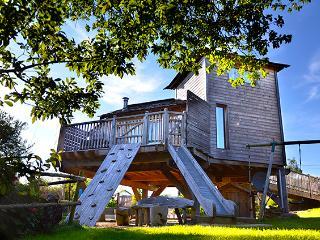 Cabane gîte perchée tout confort - Lampaul-Plouarzel vacation rentals