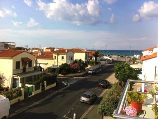 Appartement rénové proche plage - Saint-Cyprien vacation rentals