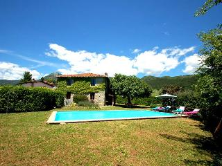 House with private pool 500 meter from village in Garfagnana. 4 bedrooms. Wi-fi - Villa Collemandina vacation rentals