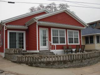 The Red Cottage is on beautiful Lake Michigan - South Haven vacation rentals