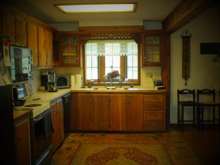 Charming 4 bedroom Farmhouse Barn in Omaha - Omaha vacation rentals