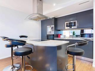 A sleek two-bedroom apartment in the heart of London's Docklands. - London vacation rentals