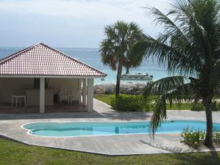 BEAUTIFUL BEACH FRONT 3 BEDROOM / 3 BATH TOWNHOME - Freeport vacation rentals
