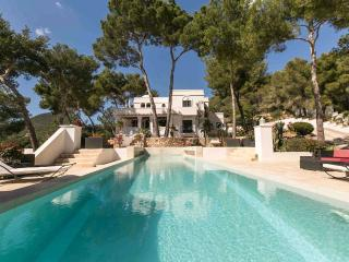Bright 5 bedroom Villa in Sant Josep De Sa Talaia - Sant Josep De Sa Talaia vacation rentals