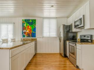 1280 sqft 2-bedroom Apartment with washer/dryer - Treasure Island vacation rentals