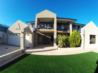 Comfortable 1 bedroom Vacation Rental in Mullaloo - Mullaloo vacation rentals