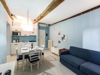 "BLUE APARTMENT ""NEAR THE STATION AND THE MARKET"" - Florence vacation rentals"