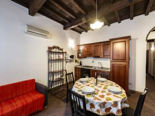 "SAN LORENZO APARTMENT ""NEAR THE CENTRAL MARKET"" - Florence vacation rentals"