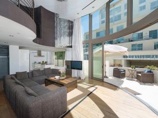 Cozy Villa with Internet Access and DVD Player - Santa Monica vacation rentals