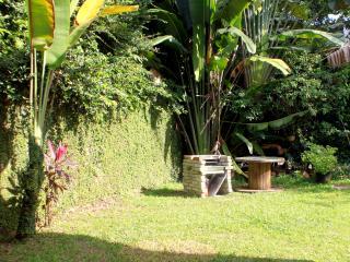 Border jungle home local community, 15 min to KLCC - Ampang vacation rentals