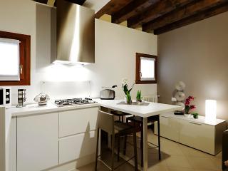 Bright Venezia Condo rental with Internet Access - Venezia vacation rentals