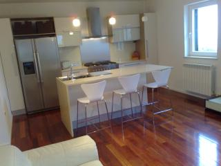 2 bedroom Condo with A/C in Brsec - Brsec vacation rentals