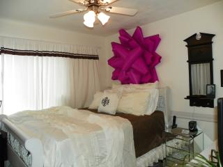 SacTown Jewel: Retro Glam Prvt Rm for2 (HomeShare) - Sacramento vacation rentals
