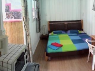 Joli petit bungalow avec piscine - Pointe Aux Sables vacation rentals