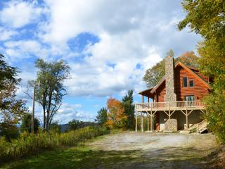 Cozy cabin with fire pit, hot tub & mountain views - Beech Mountain vacation rentals