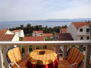 Balcony Beach Apartment with Sea View - Bol vacation rentals