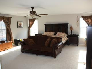 Nice House with Television and Microwave - Lower Burrell vacation rentals