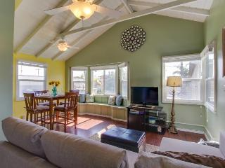 Festive, dog-friendly condo just steps from Moonlight Beach - Encinitas vacation rentals