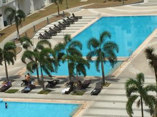 Cozy Condo w/Balcony Free Wifi - in Prime Location - Paranaque vacation rentals