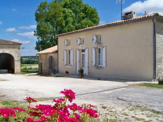 Nice Gite with Washing Machine and Television - Jonzac vacation rentals