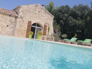Romantic 1 bedroom Richerenches B&B with Central Heating - Richerenches vacation rentals
