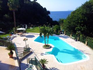 NAPOLI CON PISCINA SUL MARE VISTA CAPRI E SORRENTO - Naples vacation rentals