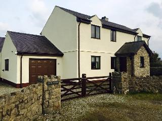 Spacious 4 bedroom Farmhouse Barn in Beaumaris with Internet Access - Beaumaris vacation rentals