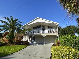 Indian Rocks Beach-Perfect stilt home just 2 blocks from the beach!! - Indian Rocks Beach vacation rentals