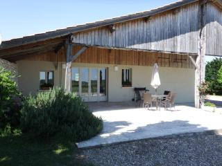 Charming 2 bedroom Guest house in Duras with Internet Access - Duras vacation rentals