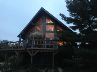 Pirates hideaway whole house or rooms off grid wind solar genny very pri. Island - Honey Harbour vacation rentals
