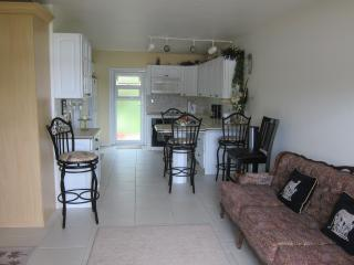 Beautiful Studio with Internet Access and Long Term Rentals Allowed - Freeport vacation rentals