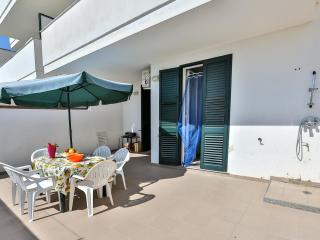2 bedroom Villa with A/C in Lido Marini - Lido Marini vacation rentals