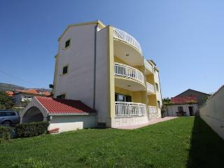 Apartment Kastelet 7+2 - Kastel Luksic vacation rentals