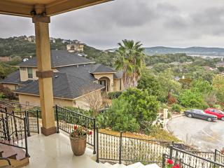 'Hill Country Retreat' Enchanting 5BR Helotes Home w/Wifi, Spacious Private Porch & Breathtaking Hill Country Views - Minutes from Downtown San Antonio! Close to Countless Renowned Attractions! - Helotes vacation rentals