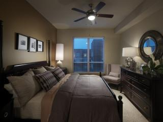 2 bedroom Condo with Internet Access in Baltimore - Baltimore vacation rentals