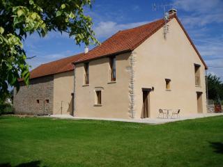 Traditional Burgundian farmhouse, 2 bedrooms - Saulieu vacation rentals