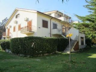 2 bedroom Condo with A/C in Roseto Capo Spulico - Roseto Capo Spulico vacation rentals