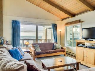 Dog-friendly oceanview duplex with beach access, walk to Nye Beach shops & more! - Newport vacation rentals