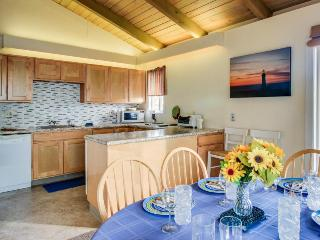 Ocean views, beach access, walk to Nye Beach shops & dining! - Newport vacation rentals