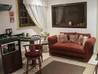 Cozy Elegant Studio in spot Malls Area - Cairo vacation rentals
