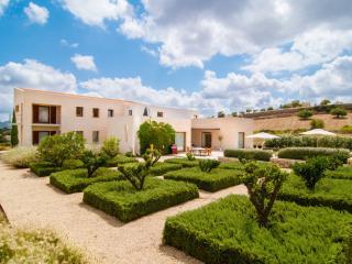 Lovely 4 bedroom Son Cervera Villa with Internet Access - Son Cervera vacation rentals