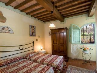 Appartamento in agriturismo con piscina L'ULIVO - Capannoli vacation rentals
