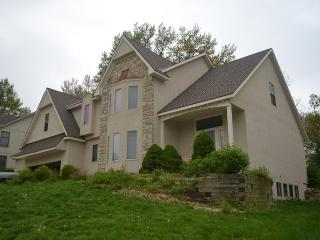 Beautiful Three Bedroom Kansas City Home - Kansas City vacation rentals