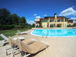 Nice Lonato vacation Apartment with Internet Access - Lonato vacation rentals