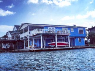 4 bedroom House with Internet Access in Jamaica Beach - Jamaica Beach vacation rentals