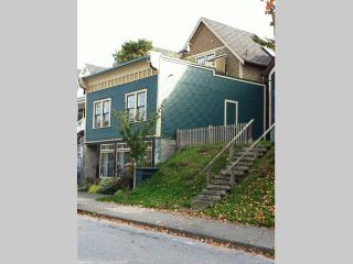 Strathcona, heritage house steps away from downtown Stanley P - Vancouver Island vacation rentals