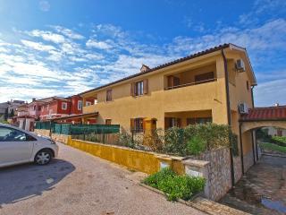 Bright 1 bedroom Vacation Rental in Banjole - Banjole vacation rentals