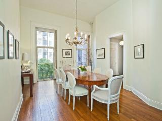 LUXURIOUS & IMMACULATELY STYLED 3 BEDROOM - New York City vacation rentals