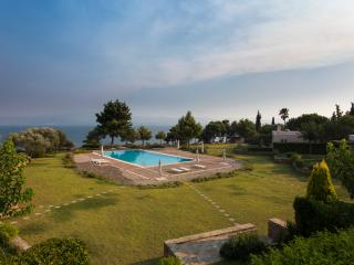 Bright 3 bedroom Eretria Villa with Internet Access - Eretria vacation rentals